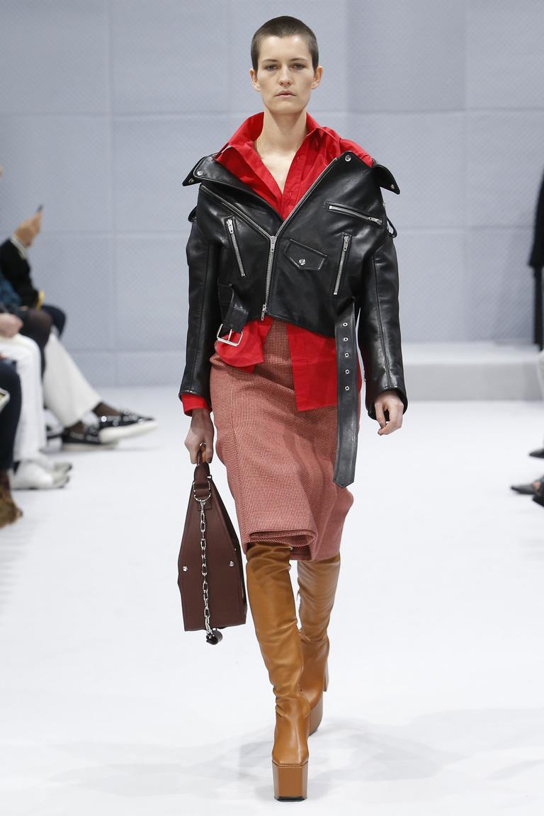 Мода осень-зима 2016-2017 - фото новинки из коллекции Balenciaga.