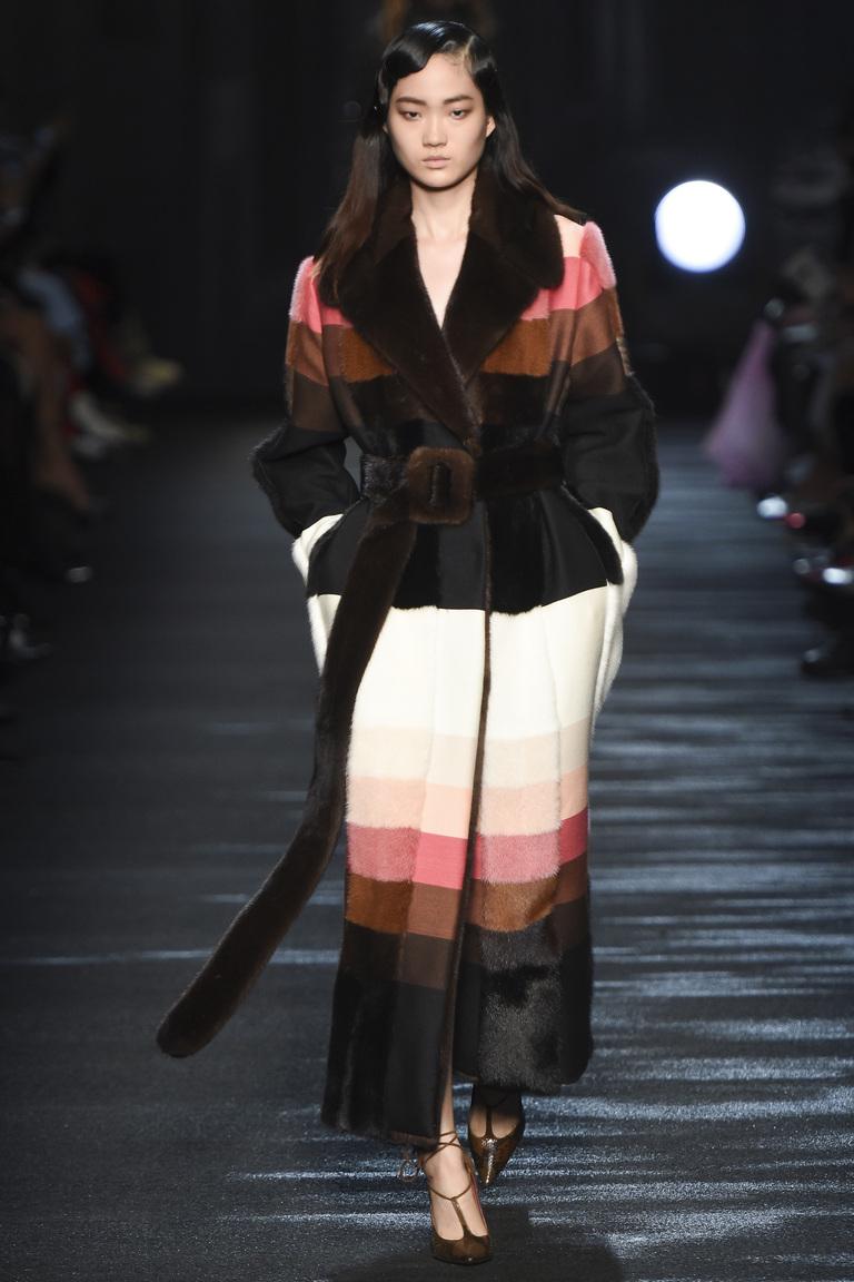 Мода осень-зима 2016-2017 - фото новинки из коллекции Blumarine.