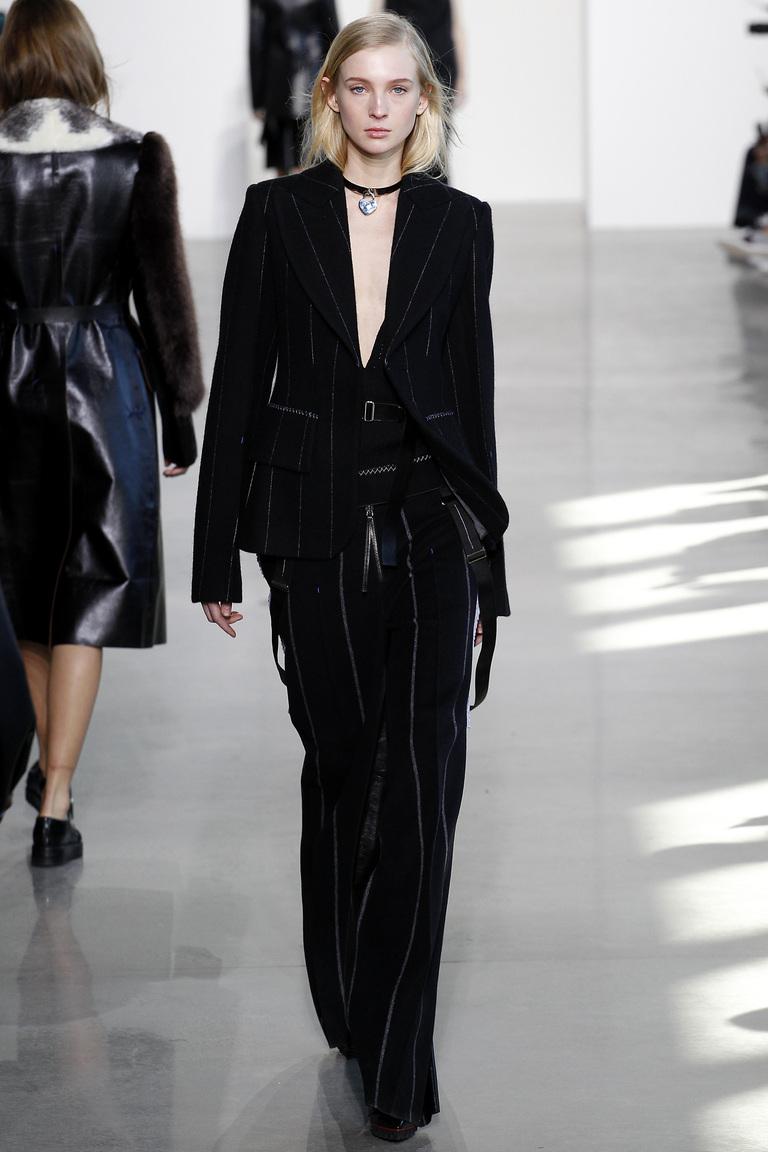 Мода осень-зима 2016-2017 - фото новинки из коллекции Calvin Klein.