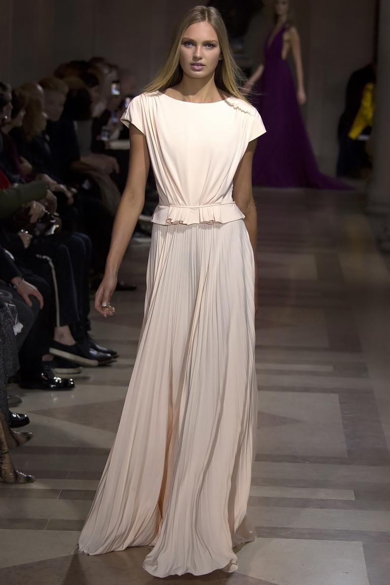 Мода осени 2016 - фото новинки из коллекции Carolina Herrera .