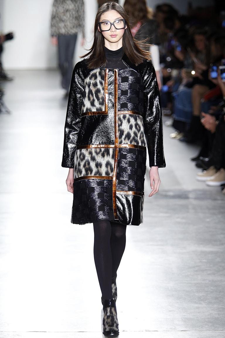 Мода осени 2016 - фото новинки из коллекции Custo Barcelona.