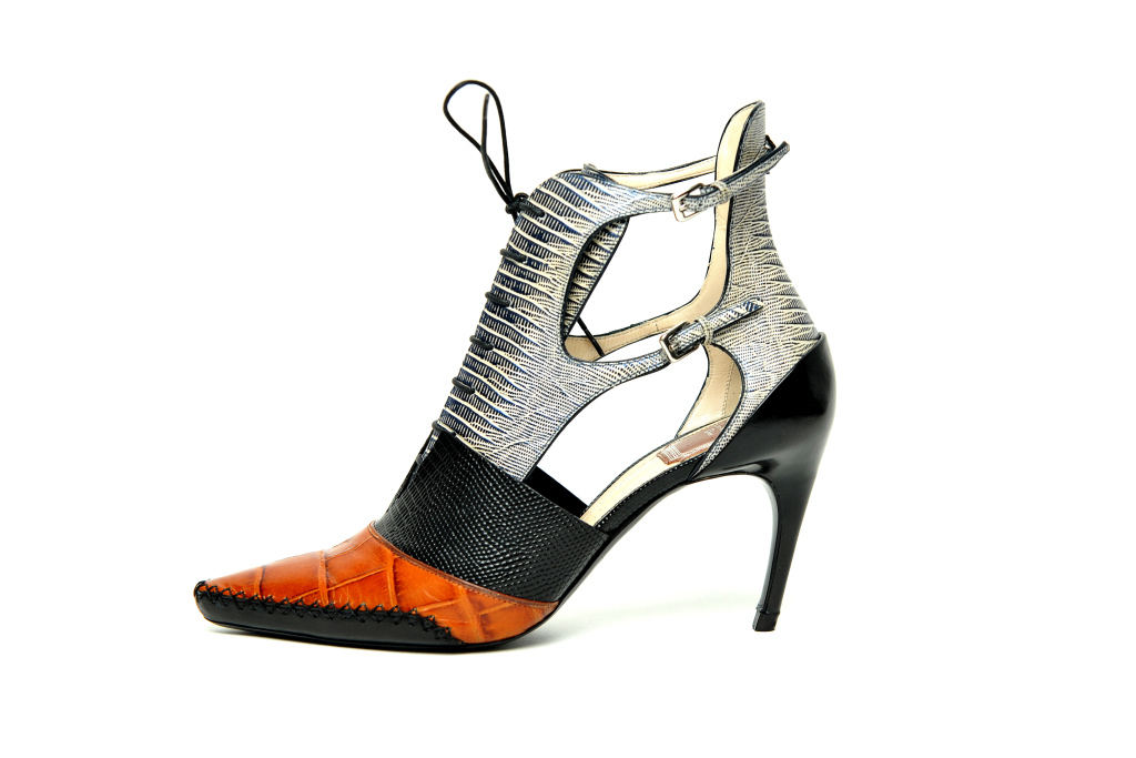 Открытые трехцветные ботильоны на шнурках - фото новинки от Dior.