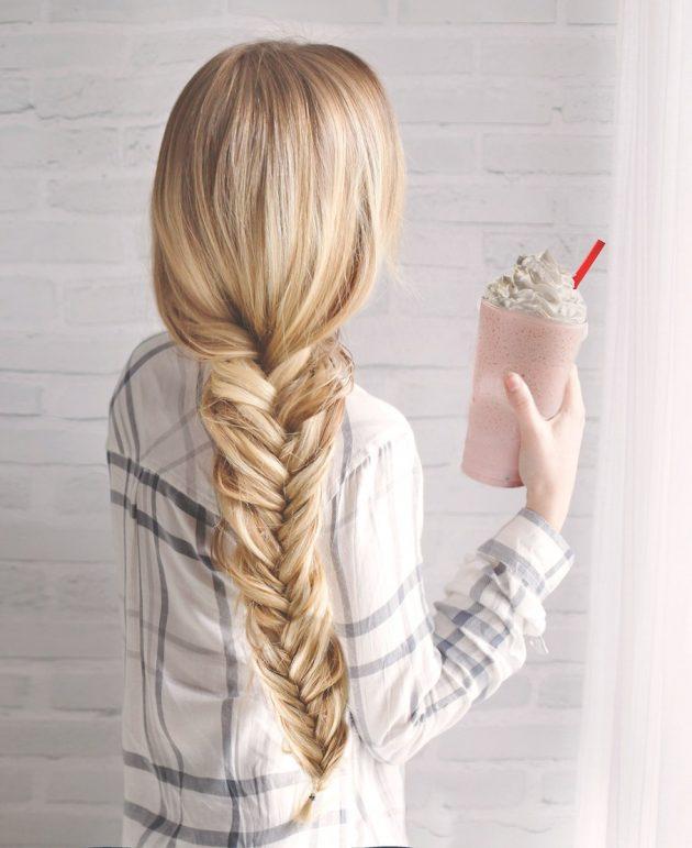 На фото: коса «Рыбий хвост» - самое модное направление этого сезона.
