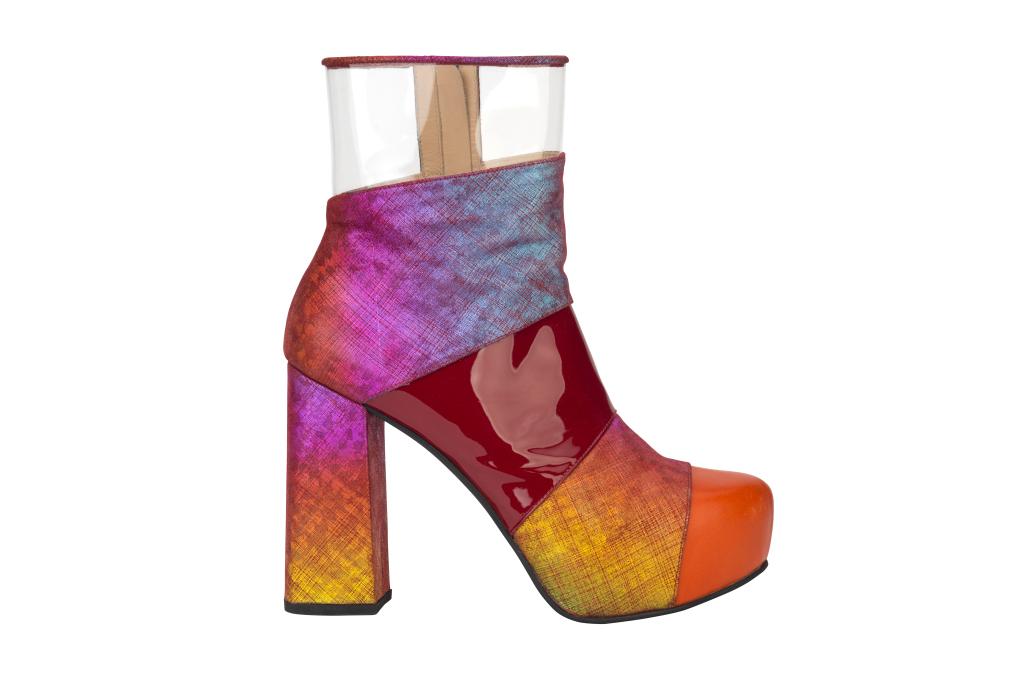 На фото: разноцветные сапоги на высоком массивном каблуке и платформе отHouse-of-Holland.