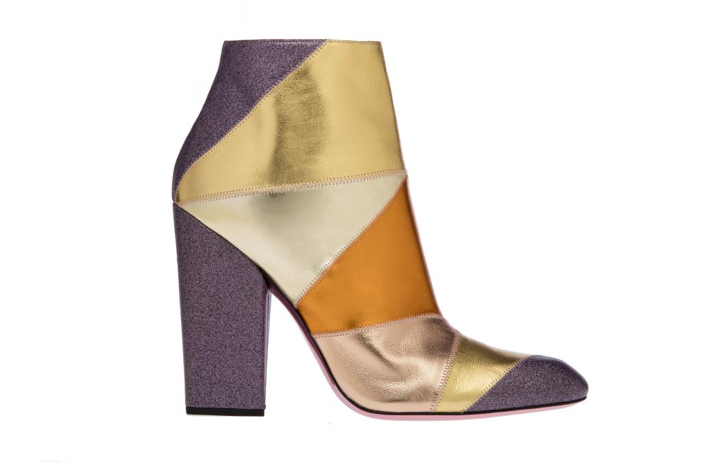 На фото: разноцветные сапоги на высоком массивном каблуке от Missoni.
