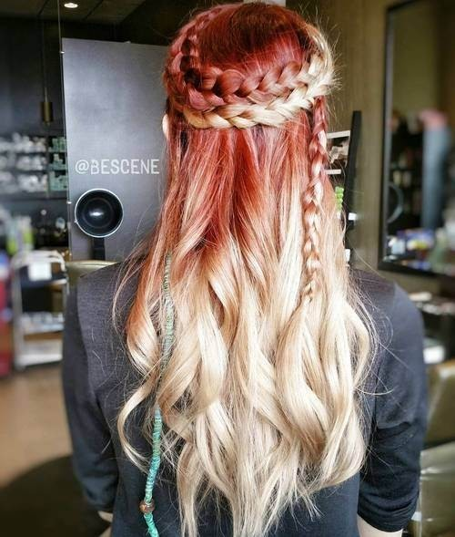 На фото: если заплести волосы в две косы вокруг головы – это будет очень выгодно подчёркивать эффект омбре