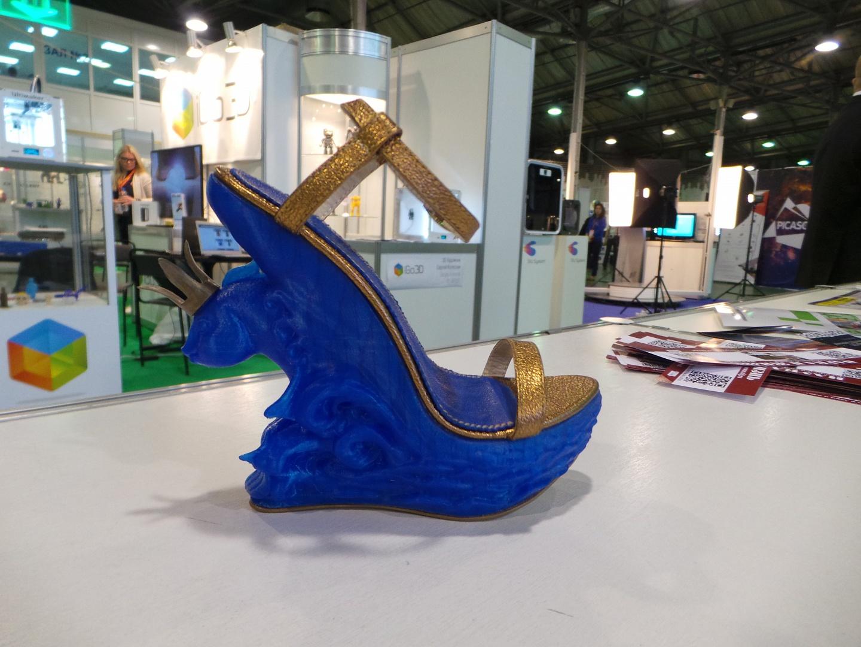 На фото: .на крупнейших выставках Москвы была представлена очень модная, стильная и удобная обувь, сделанная по специальному заказу в одной из самых знаменитых Студий 3D-печати «3Dsol».