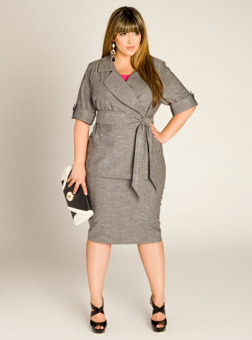 На фото: юбка карандаш с пиджаком.