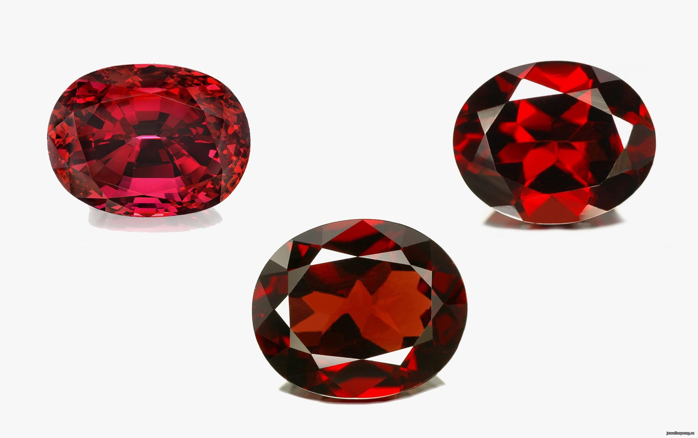 На фото: пироп - камень мерцает загадочным блеском, напоминающим блеск угольков.