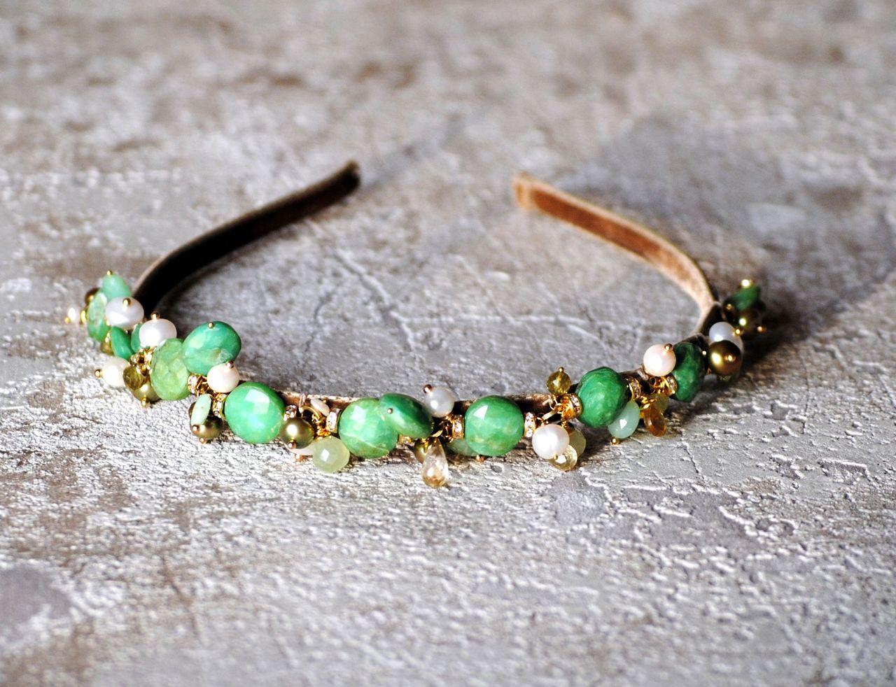 На фото: ювелирные изделия - браслет из камня зеленый опал.