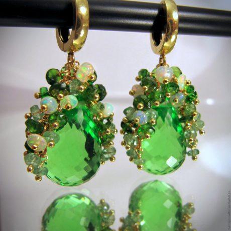 Зеленый опал — загадочный двуликий камень. Кому подходит опал?