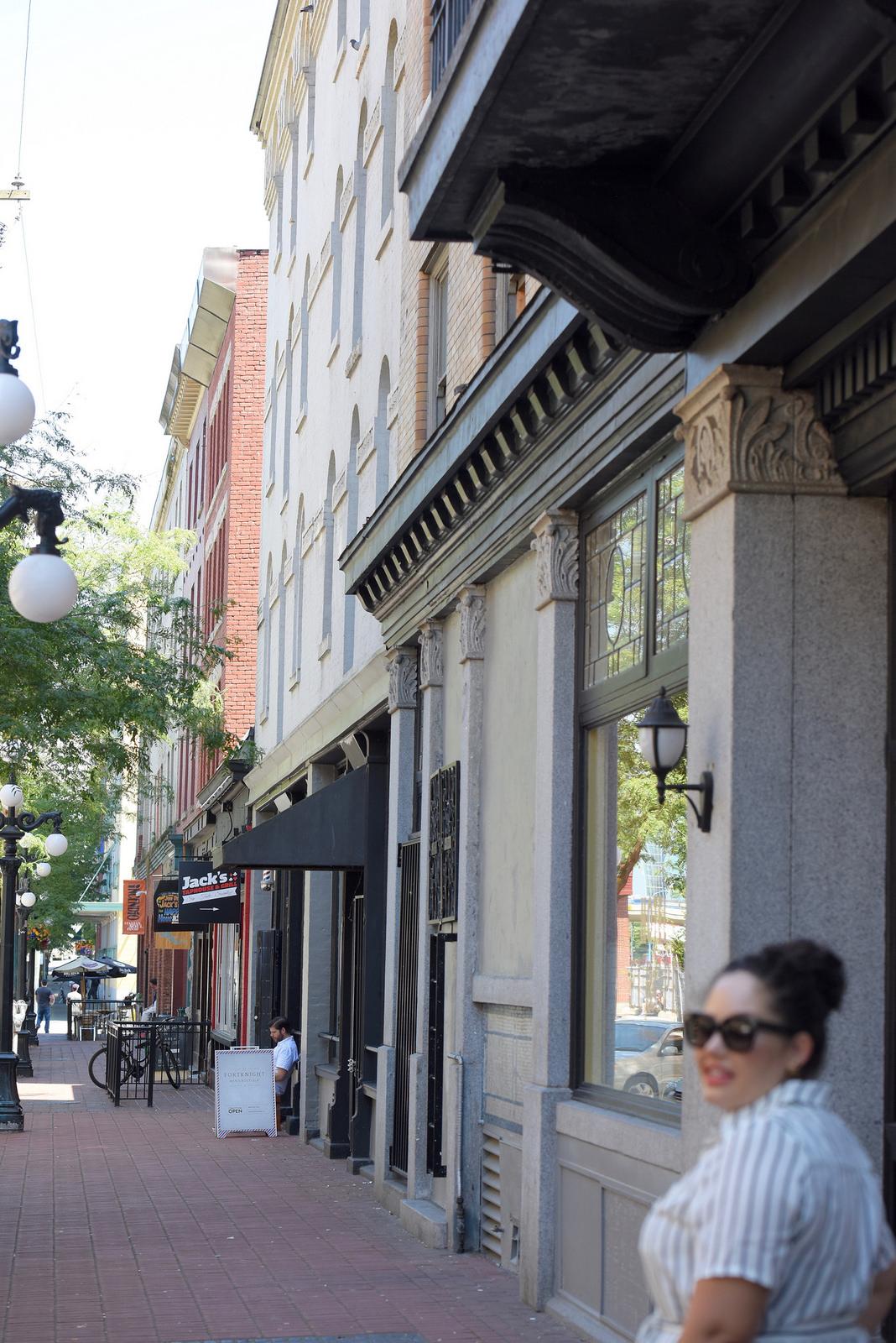На фото: новый лук в городском стиле Plus Size