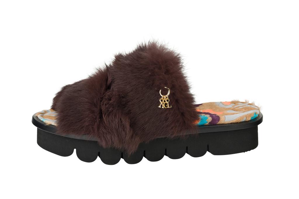 На фото: обувь в тренде комфорт из коллекции AGL .