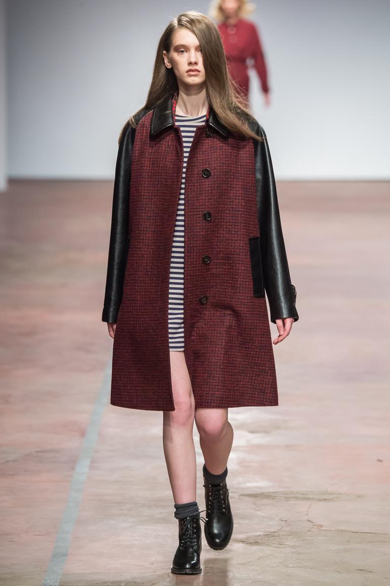 На фото: пальто от дизайнера одежды Александр Терехов осень-зима 2016-2017