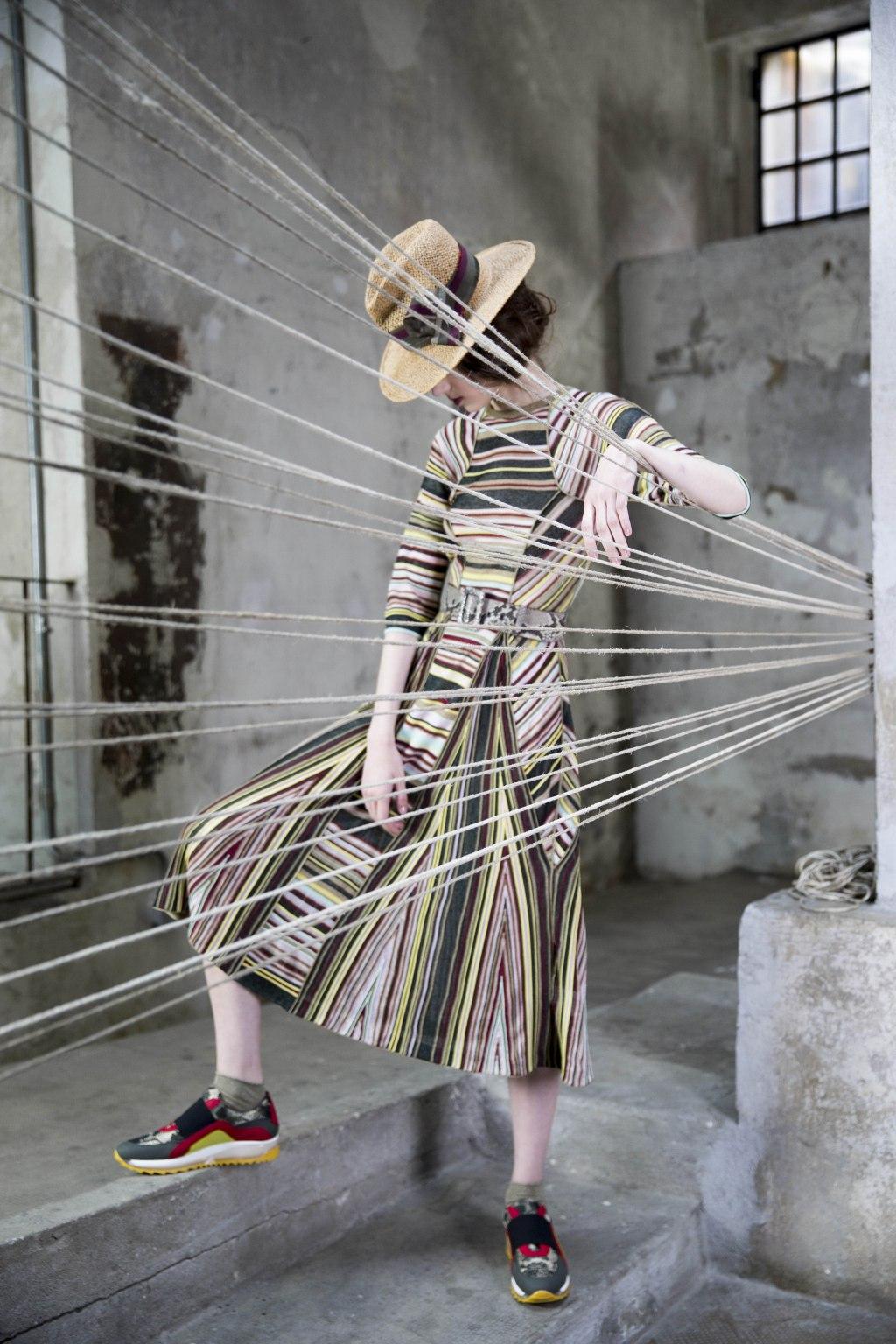 На фото: платье в разноцветную полску тренд лета из коллекции Antonio Marras.