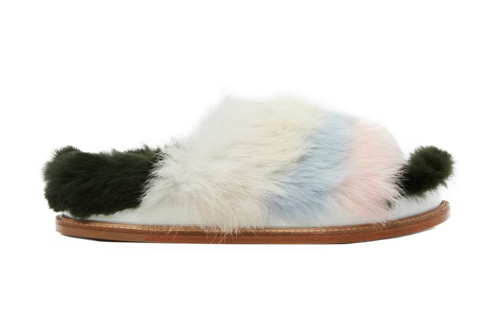 На фото: обувь в тренде комфорт из коллекции Aperlai.