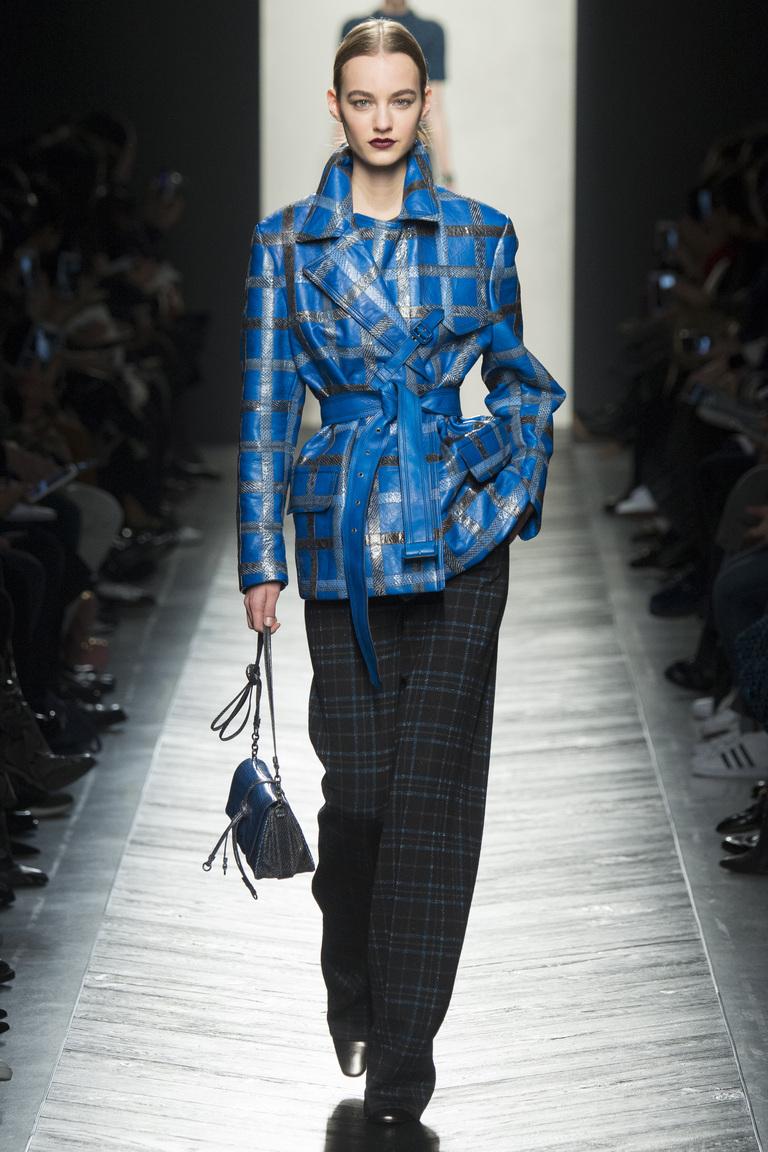 Модная одежда сезона зима 2017 - кожаная куртка , фото обзор из коллекции Bottega Veneta.