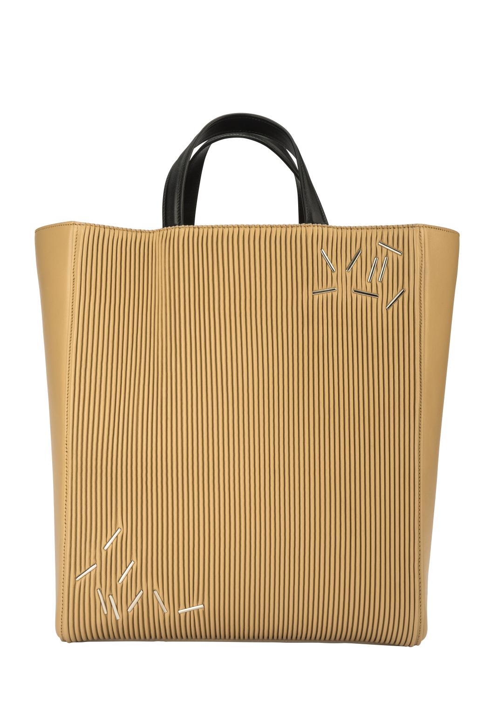 Большие сумки: модные тренды - песочного цвета сумка из коллекции Christopher Kane.