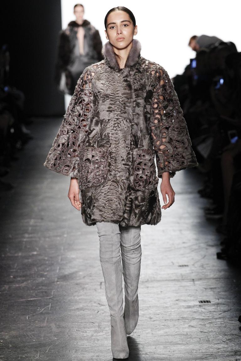 Модная одежда сезона зима 2017 - шуба , фото обзор из коллекции Dennis-Basso.