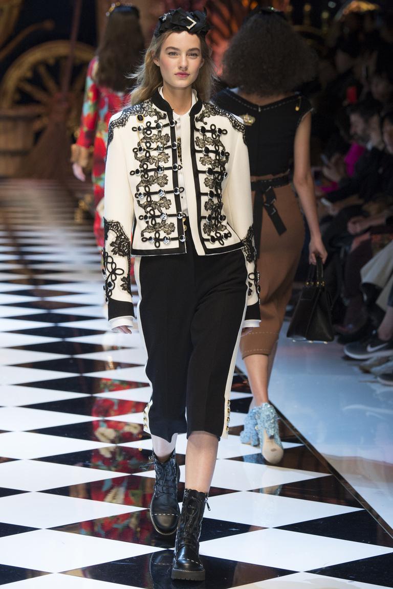 Модная одежда сезона зима 2017 - куртка, фото обзор из коллекции Dolce & Gabbana.