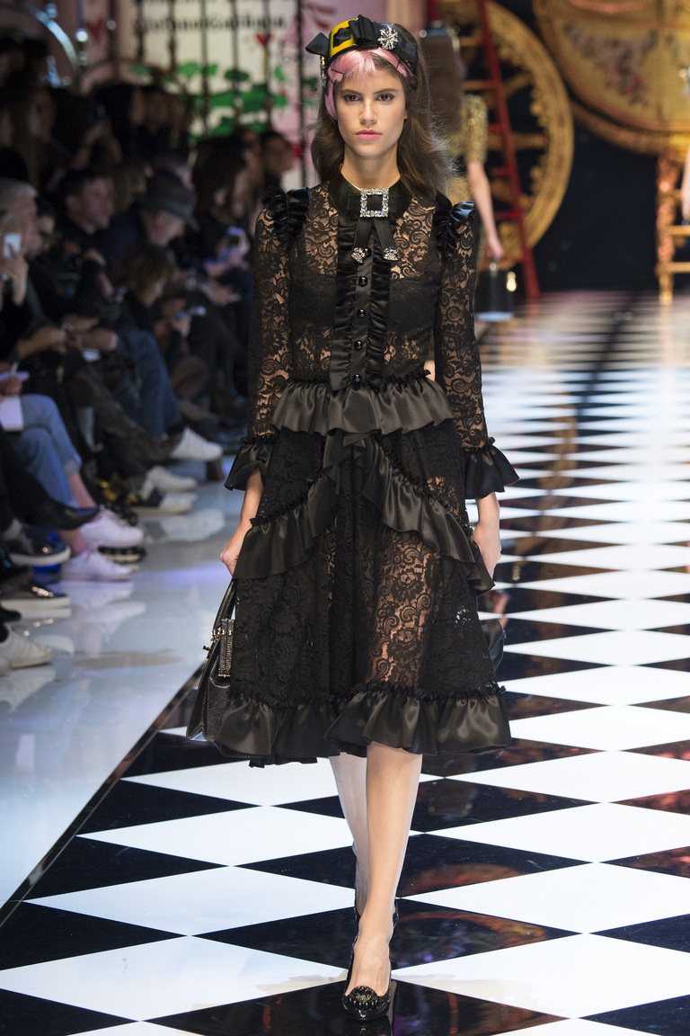 Модная одежда сезона зима 2017 - юбка с блузой, фото обзор из коллекции Dolce & Gabbana.