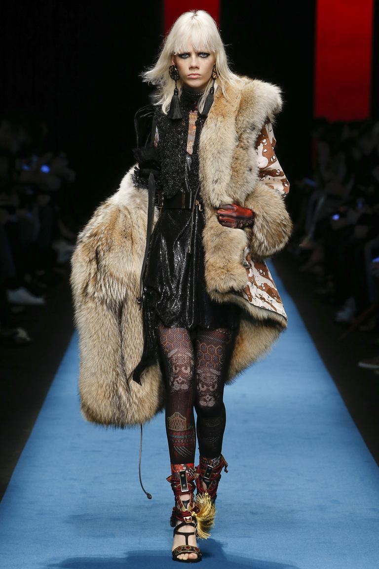 Модная одежда сезона зима 2017 - дубленка с черными сапогами, фото обзор из коллекции Dsquared².