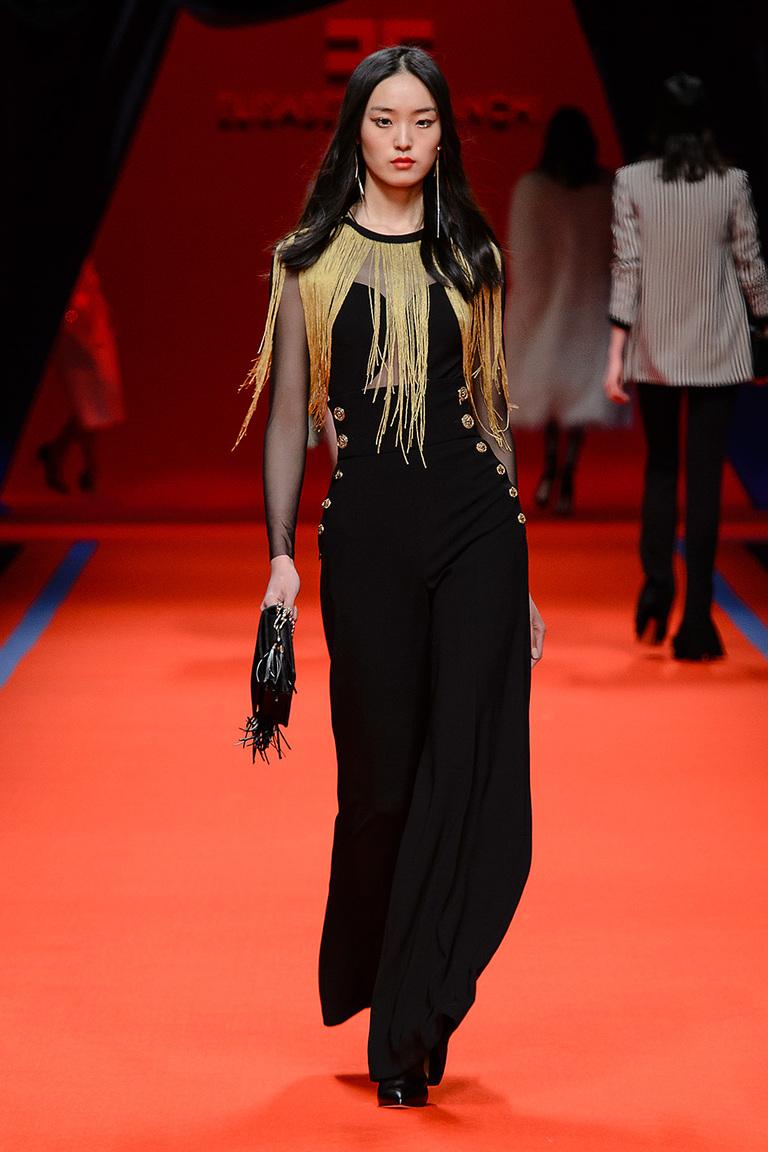 Модная одежда сезона зима 2017 - черное платье, фото обзор из коллекции Elisabetta Franchi.
