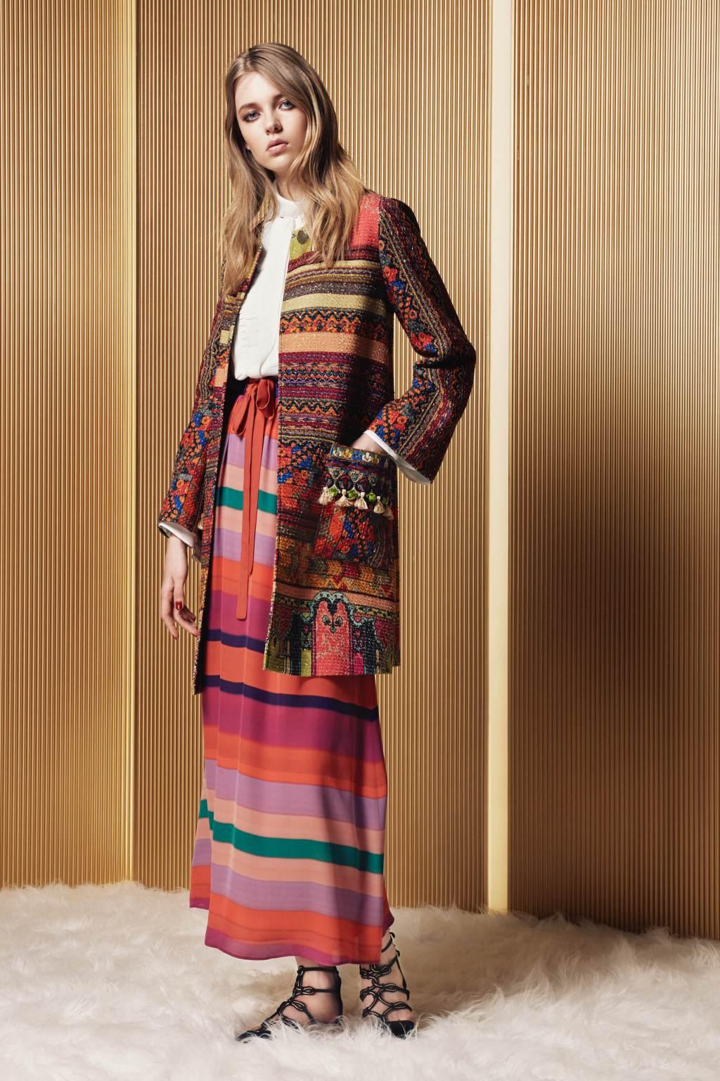 На фото: юбка с кардиганом в полску тренд лета из коллекции Etro.