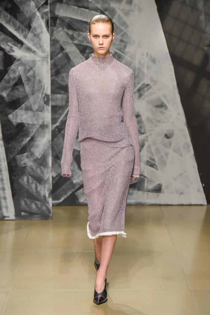 Люрекс-мода – трендовая новинка из Милана - нежно-сиреневый юбочный костюм фото из коллекции Jil Sander.