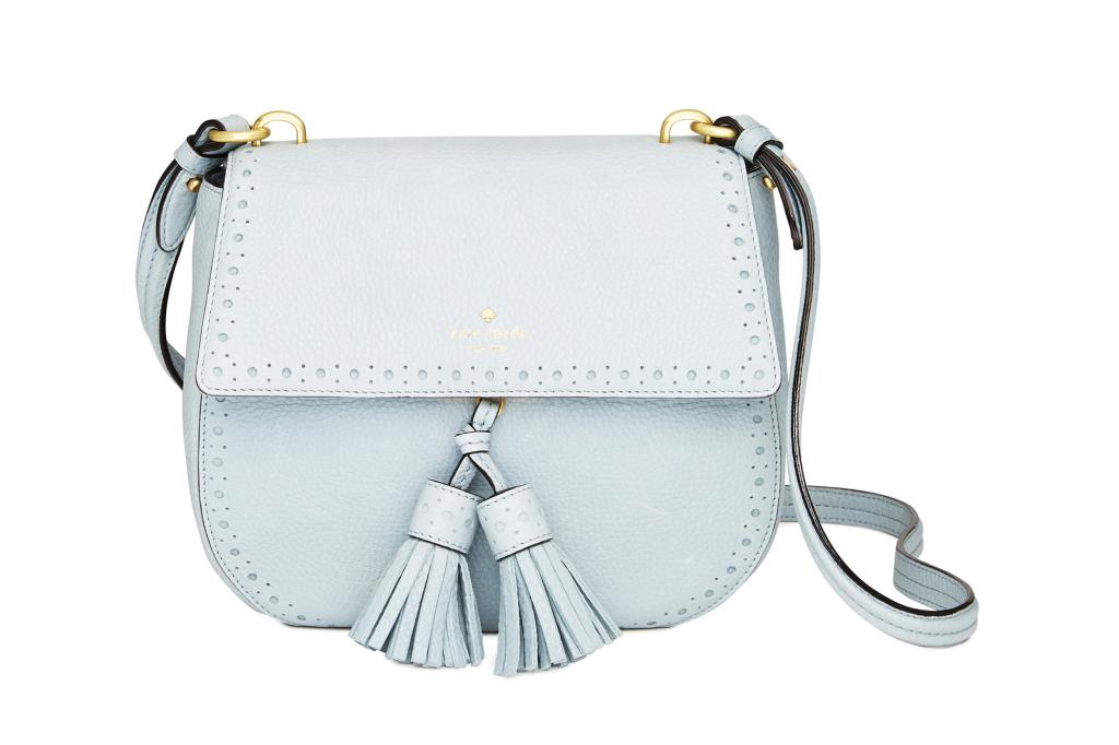 На фото: маленькая белая сумочка - новинка сезона из коллекции Kate Spade.