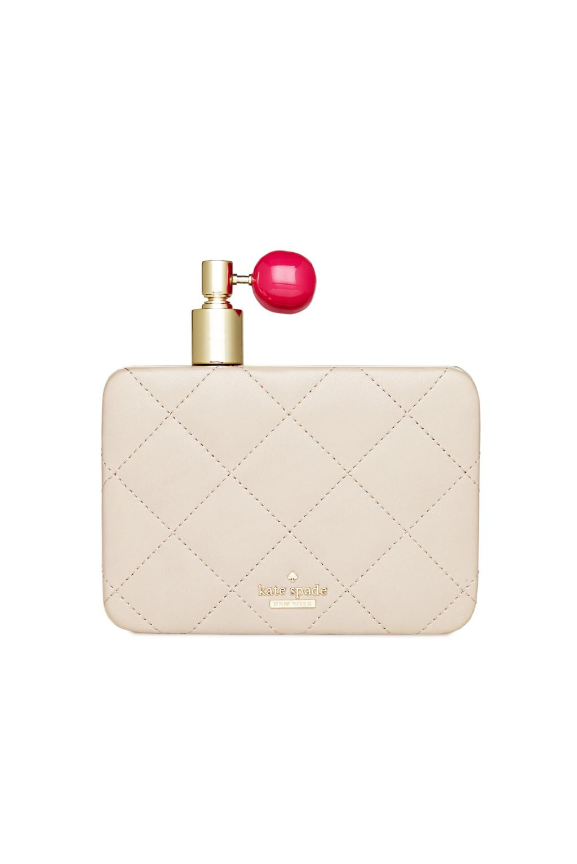 На фото: сумочка клатч, выполненная в виде изящного парфюмерного флакона - новинка сезона от Kate-Spade.