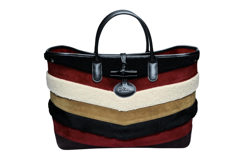 Большие сумки: модные тренды - сумка скомбинированная кусочки разноцветного меха по горизонтали из коллекции Longchamp.