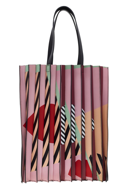 Большие сумки: модные тренды - сумка с эффектом плиссированной ткани из коллекции Lulu Guinness.