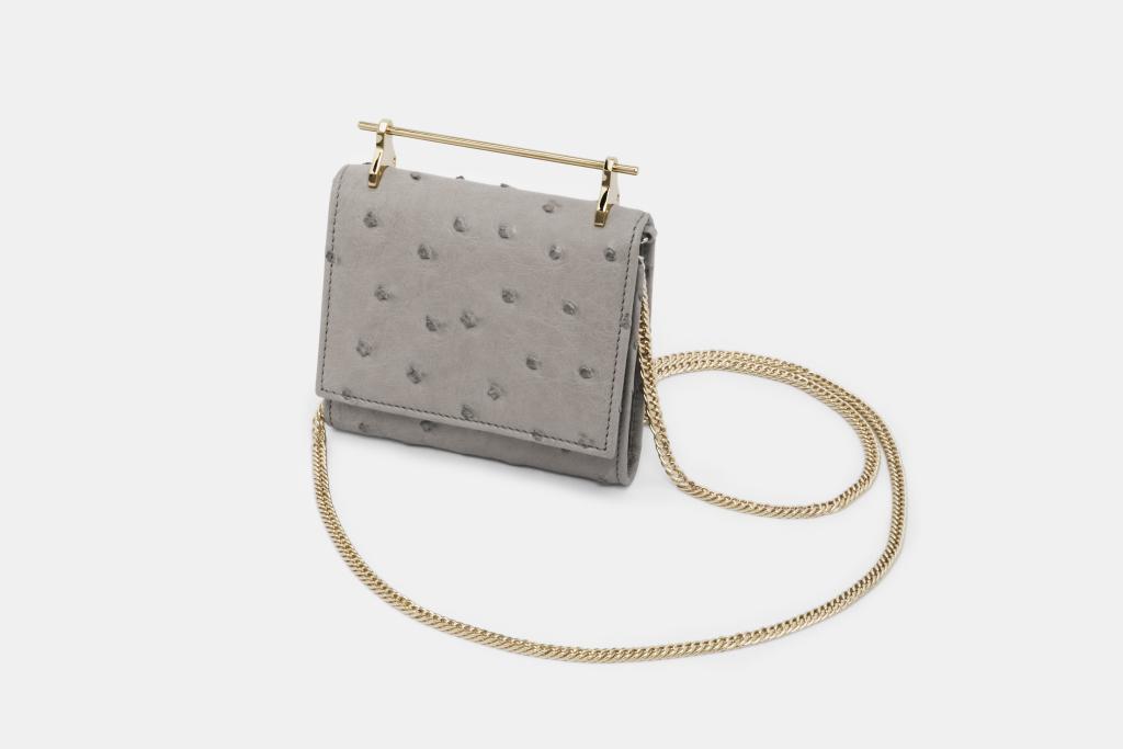 На фото: маленькая сумочка - новинка сезона из коллекции M2Malletier.