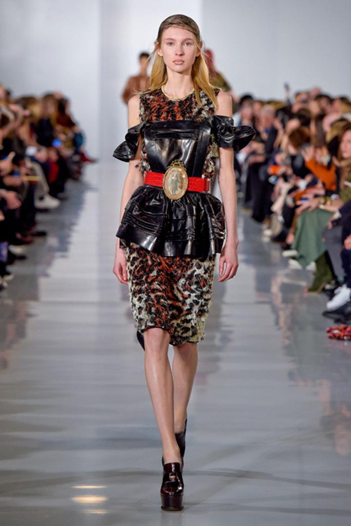 На фото: юбка - тренд леопардового принта из коллекции Maison Margiela.