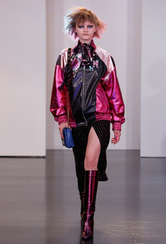 Куртка ветровка – бомбер из коллекции Marc Jacobs - новинка сезона.