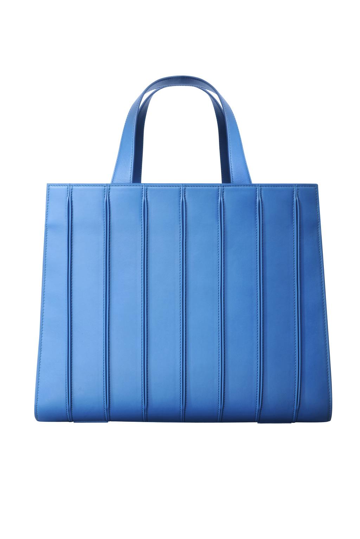 Большие сумки: модные тренды - синего цвета сумка из коллекции MaxMara.