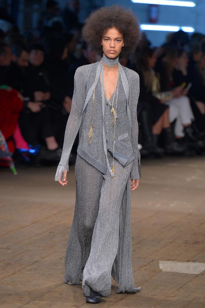 Люрекс-мода – трендовая новинка из Милана - однотонный брючный костюм от Missoni.