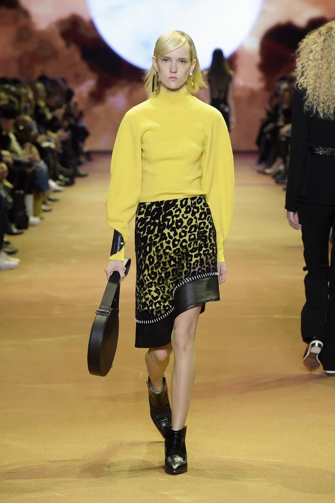 На фото: юбка - тренд леопардового принта из коллекции Mugler.
