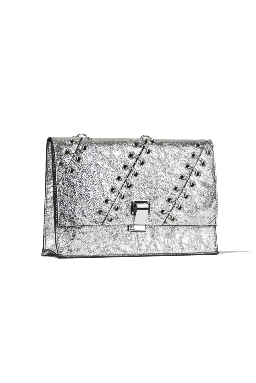 На фото: сумочка клатч - новинка сезона из коллекции Proenza-Schouler.