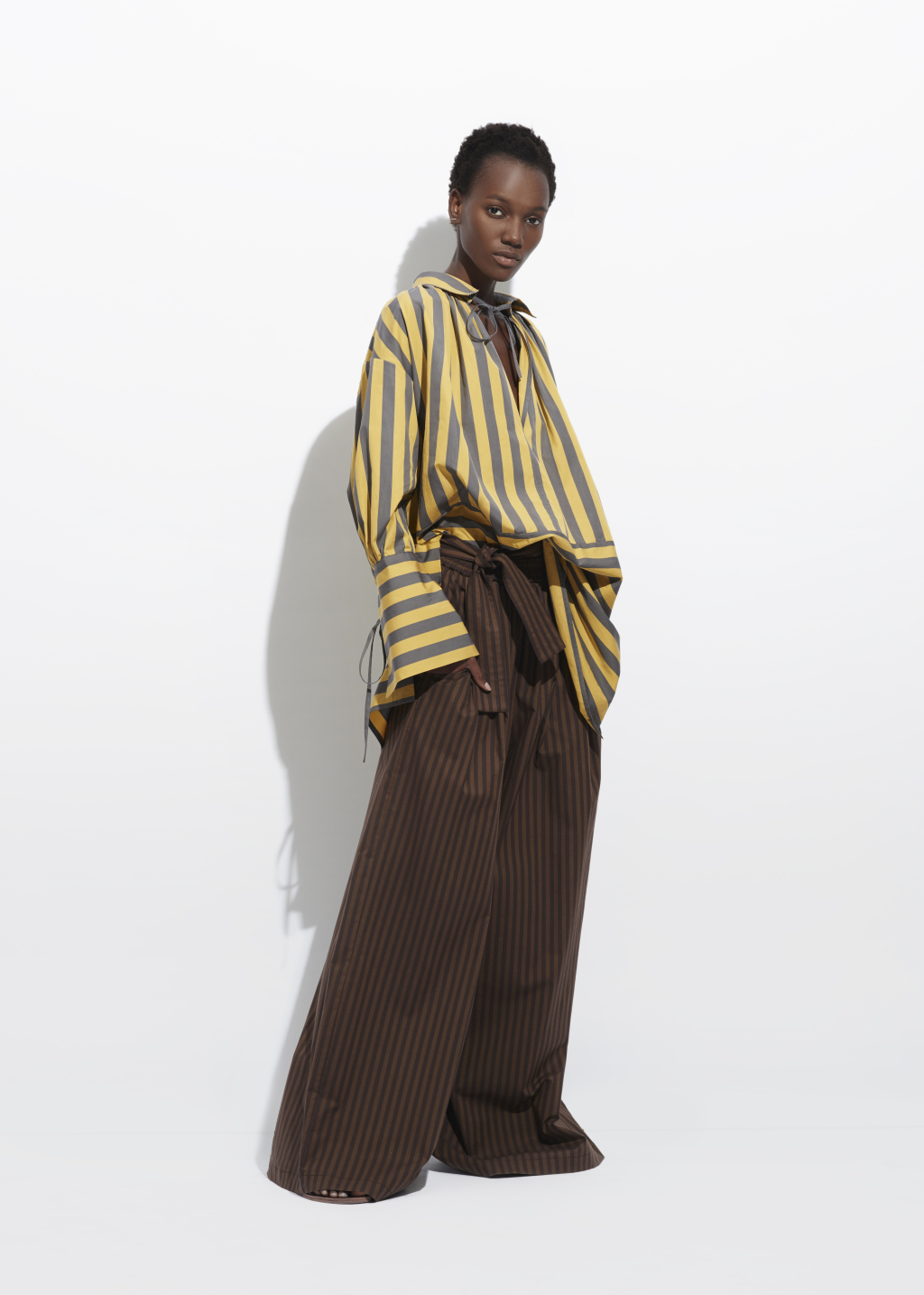 На фото: блузка в полску тренд лета из коллекции Tome.