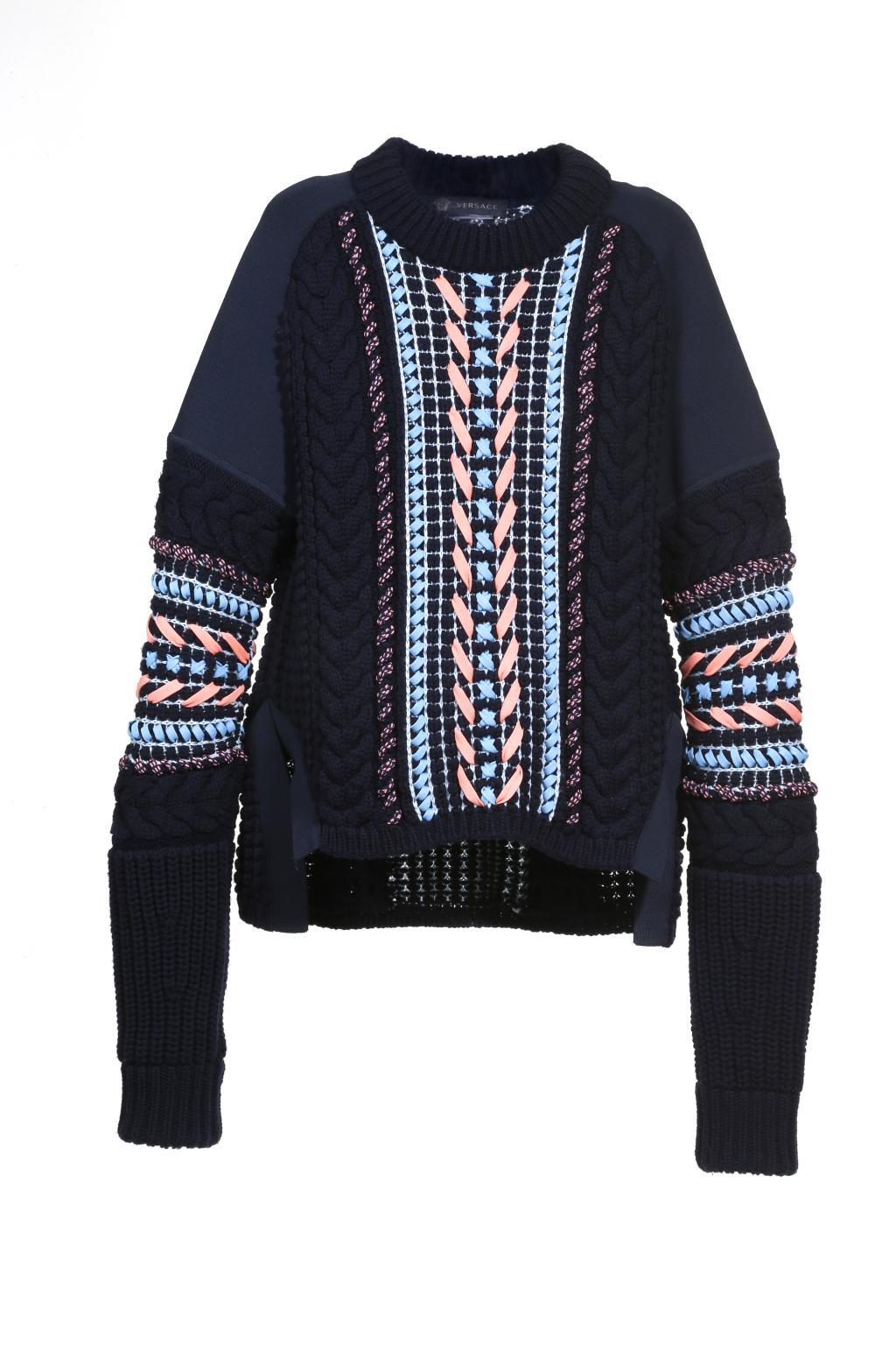 Модный черный свитер с вязаными вставками из кос свитер тренд сезона из коллекции Versace.
