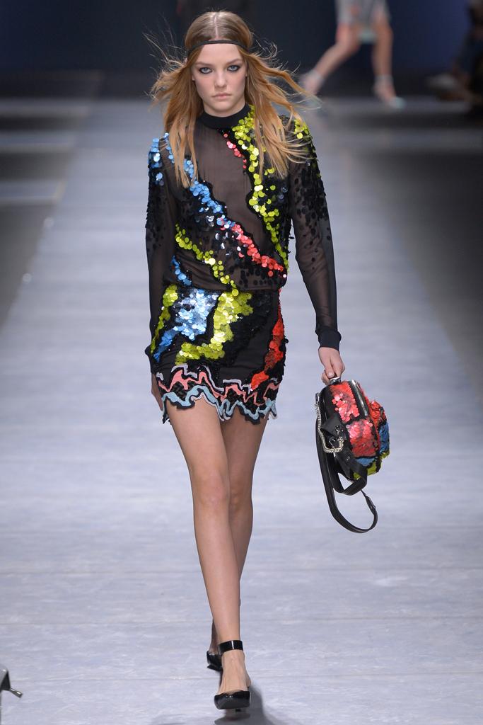 Блестки – невероятный тренд осеннего сезона фото обзор изколлекции Versace.
