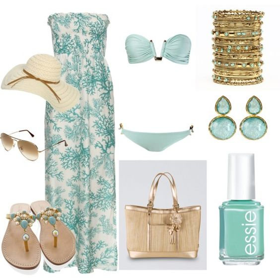 На фото: модный лук для знойного лета - купальник, платье, сандалии.