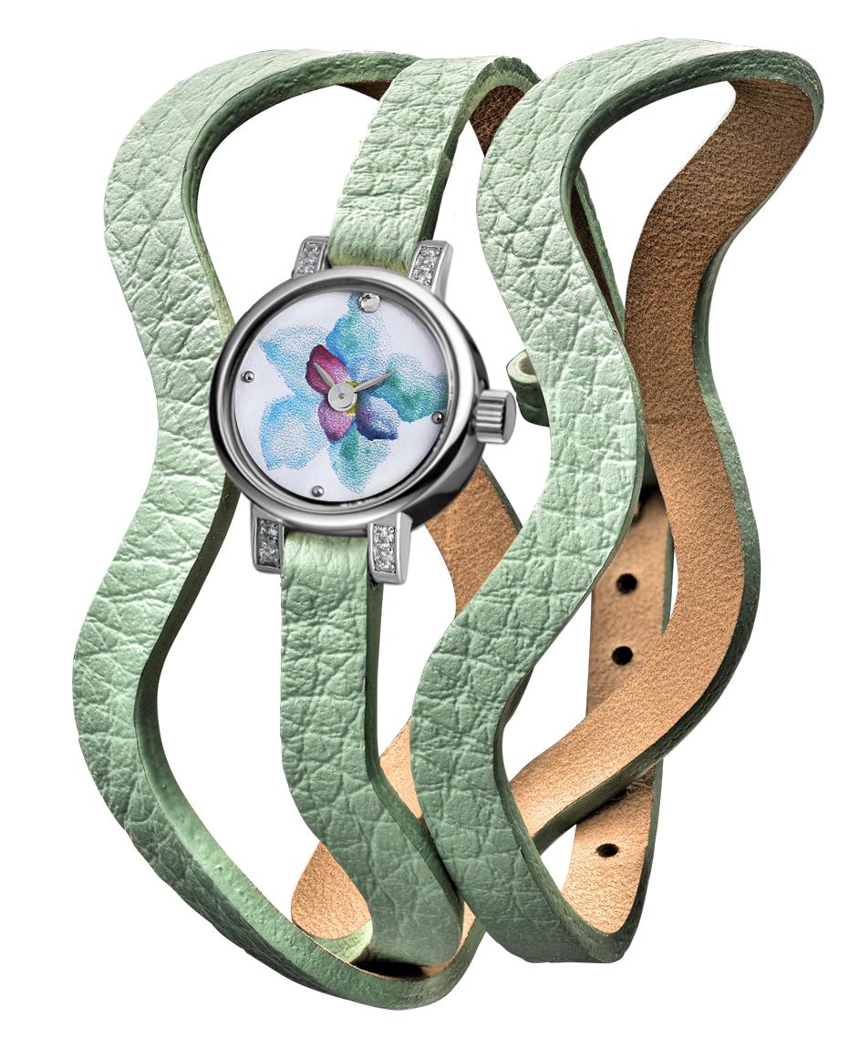 На фото: часы с яркими и необычными цветочными узорами.