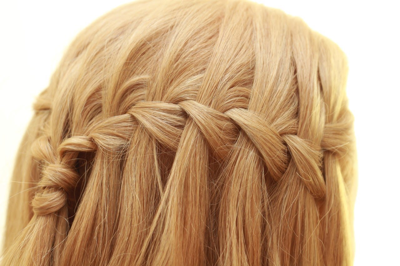Заплести водопад на средние волосы