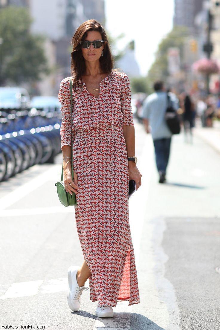 На фото: платье длиной макси с разрезами по бокам - скрывает кривизну ног.