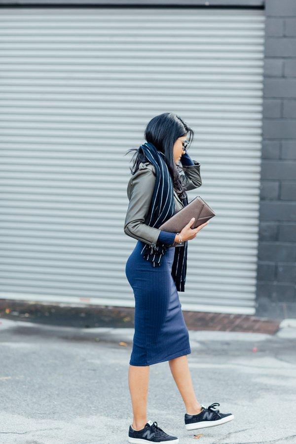 На фото: модные традиции кроссовки с юбкой.