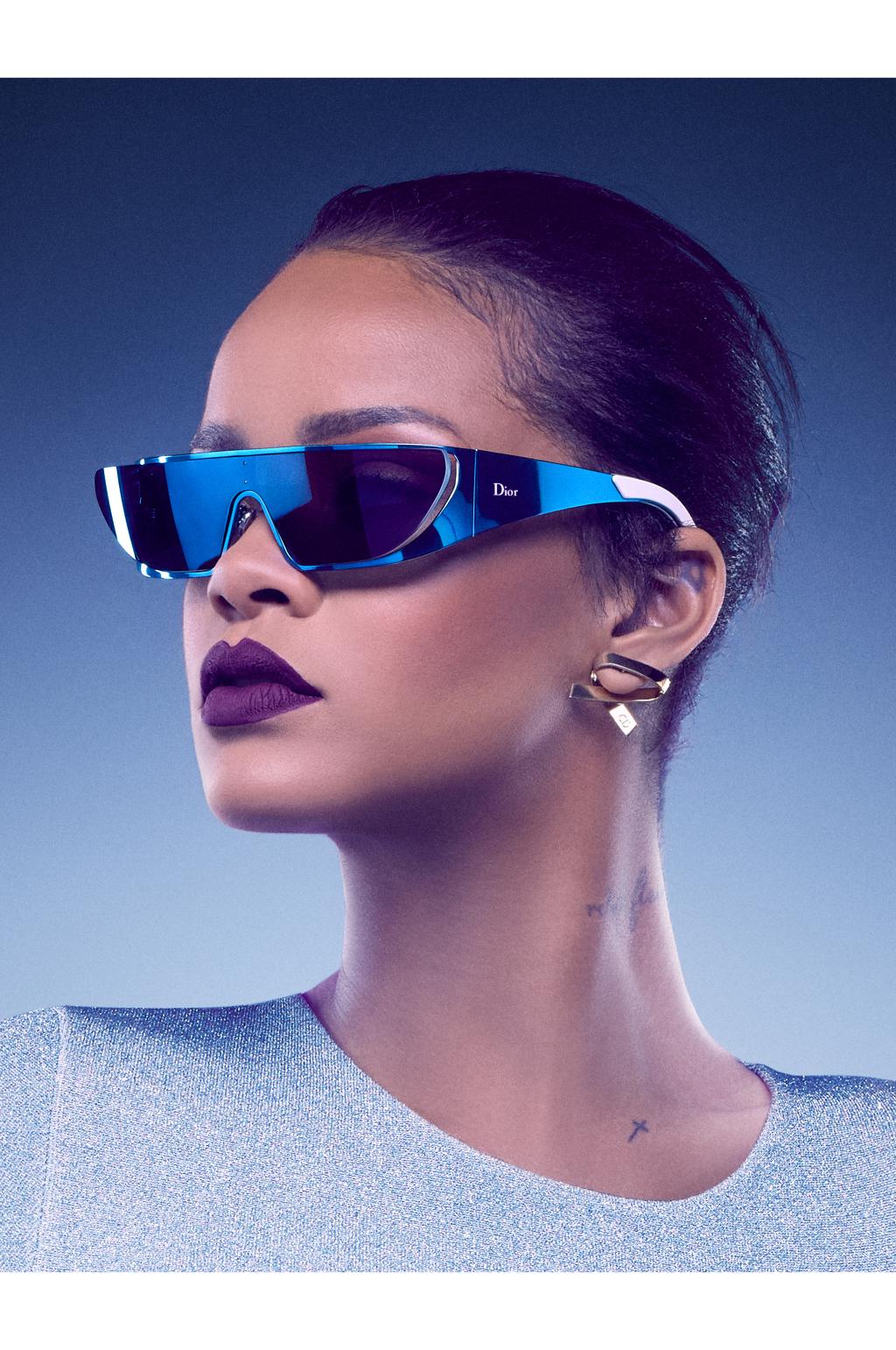 На фото: новая удивительная коллекция очков Rihanna - сотрудничество Rihanna и Dior в этом году.