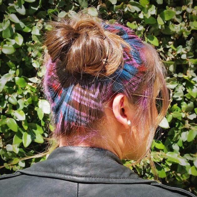 На фото: картины на волосах – новый модный тренд.